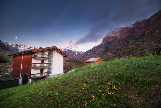 Matterhorn mount landschaft natur über stadt altstadt von zermatt, schweiz.