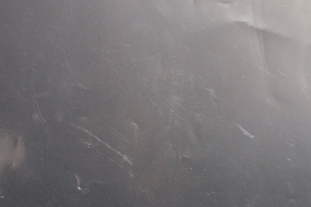 Mattes polyethylen auf dunklem hintergrund