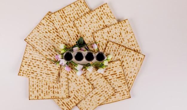 Matzah und vier tassen wein