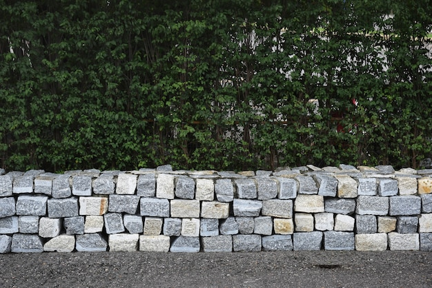 Mauer aus betonsteinen