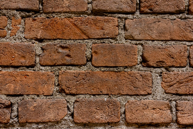 Mauer aus ziegeln. ziegel von der zeit getragen.