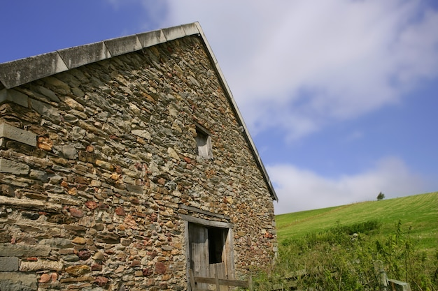 Mauerwerksteinmauerhaus in navarra pyrenäen