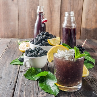 Maulbeerlimonade oder mojito-cocktail