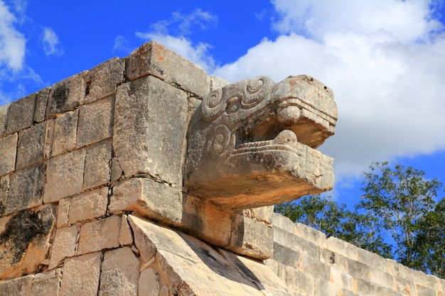 Maya-ruinen der chichen itza-schlange mexiko yucatan