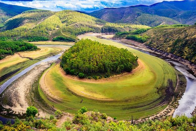 Meandro del río alagon, conocido como melero mäander und las hurdes, extremadura (españa)