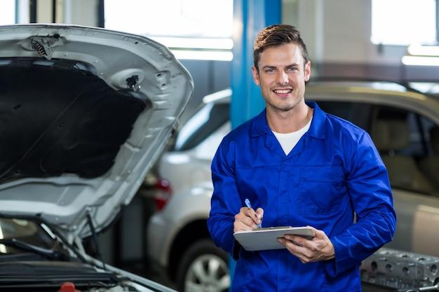 Mechaniker vorbereitung einer checkliste