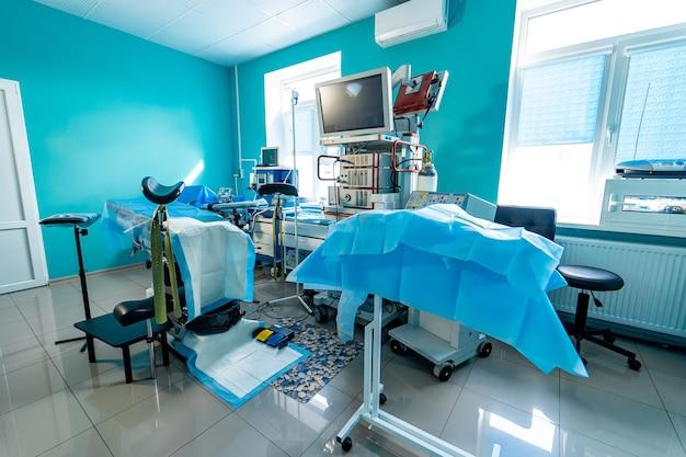 Mechanische lüftungsgeräte. bildschirm über ausrüstung. pneumonie diagnostizieren. belüftung der lunge mit sauerstoff. covid-19 und coronavirus-identifizierung. pandemie.