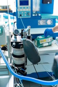 Mechanische lüftungsgeräte. pneumonie diagnostizieren. belüftung der lunge mit sauerstoff. covid-19 und coronavirus-identifizierung. pandemie.