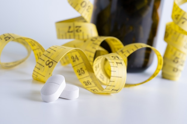 Medikament abnehmen konzept diät schlank essen pillen gesundheitswesen und medizinische pille