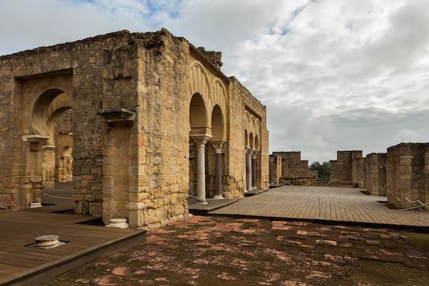 Medina azahara. wichtige muslimische ruinen des mittelalters; das hotel liegt am stadtrand von cordoba. spanien.