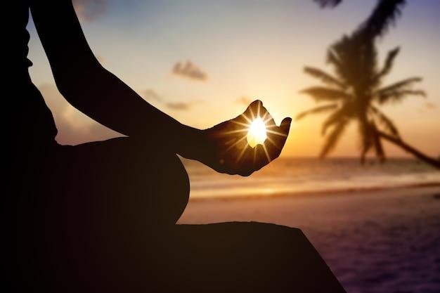 Meditation entspannen yoga hintergrund strand körper ruhe