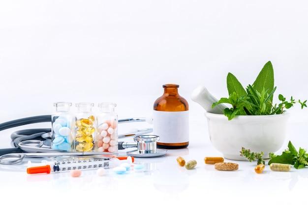 Medizin das alternative gesundheitswesenisolat auf weißem hintergrund.