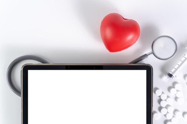 Medizin, versicherung für ihr gesundheitskonzept medizinischer moderner computer