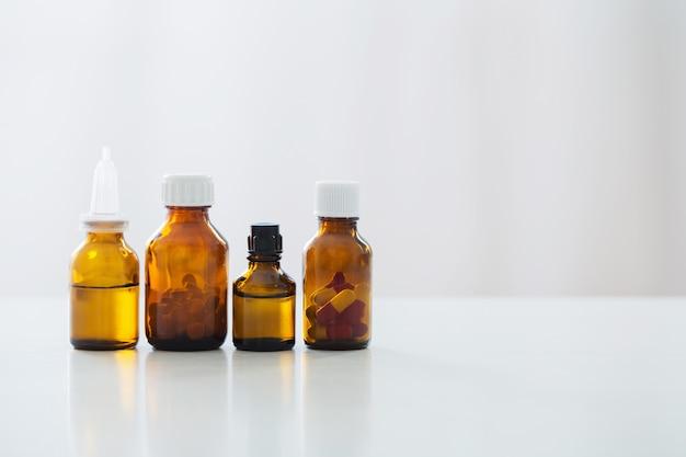 Medizinflasche auf dem tisch