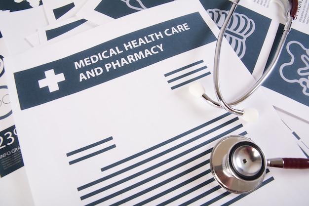 Medizinische aufzeichnungen bericht und stethoskop. medizinisches konzept.