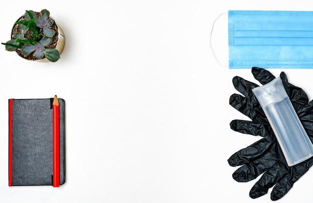 Medizinische maske, händedesinfektionsmittel - individuelles set. körperpflegeprodukt und schutz vor viren, grippe, coronavirus, covid-19