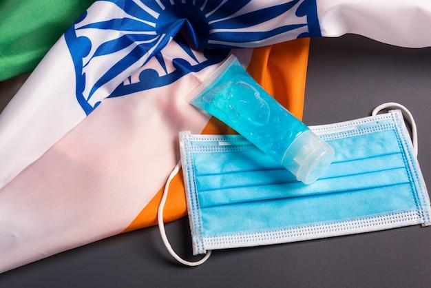 Medizinische schützende einweg-gesichtsmaske für den deckmund mit indien-flagge, medizinisch verhindern coronavirus