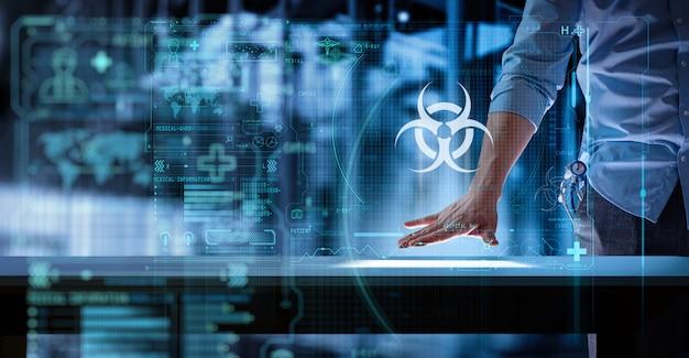 Medizinischer arzt, der mit modernem computer im biohazard-zeichen ui im labor oder im krankenhaus arbeitet.