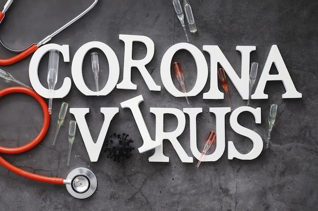 Medizinischer hintergrund. beschriftungsvirus. holzbuchstaben des coronavirus. hintergrund des tödlichsten pandemievirus der welt. impfstoff gegen das virus.
