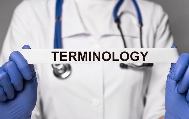 Medizinischer terminologietext im medizinglossarkonzept des arztes