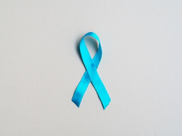 Medizinisches konzept der draufsicht mit blauem band