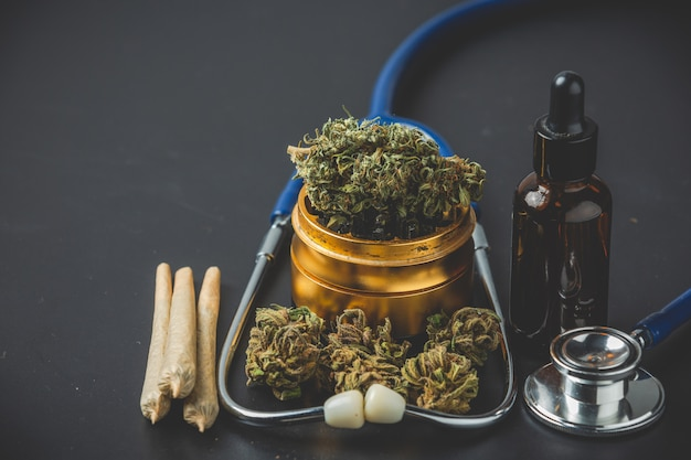 Medizinisches marihuana nahaufnahme cannabis knospen und gelenke