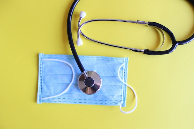 Medizinisches stethoskop, stethoskop und medizinische maske
