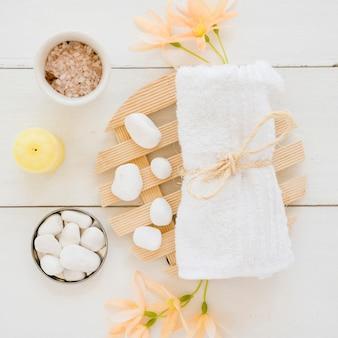 Medizinisches zubehör des badekurortes auf tabelle