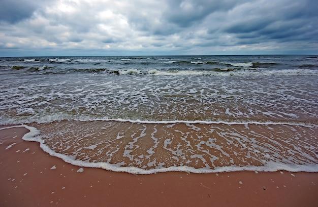 Meer mit wolken