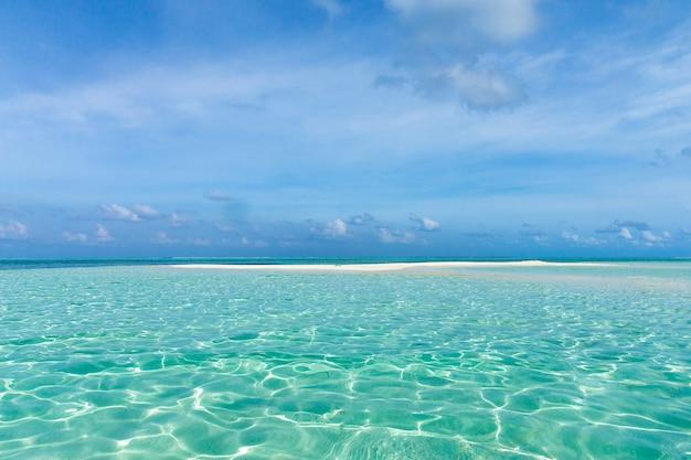 Meer und strand mit kopierraum