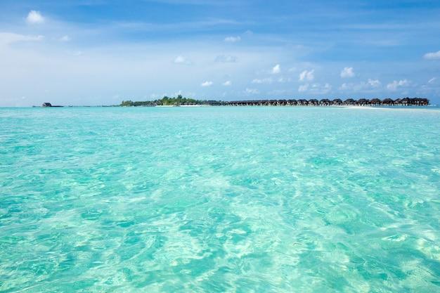 Meer- und strandhintergrund mit kopienraum