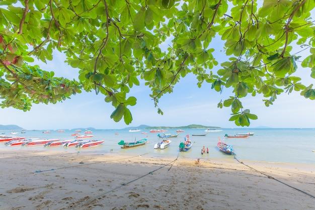 Meer verlässt strandboot