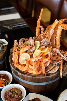 Meeresfrüchte auf eiskübel