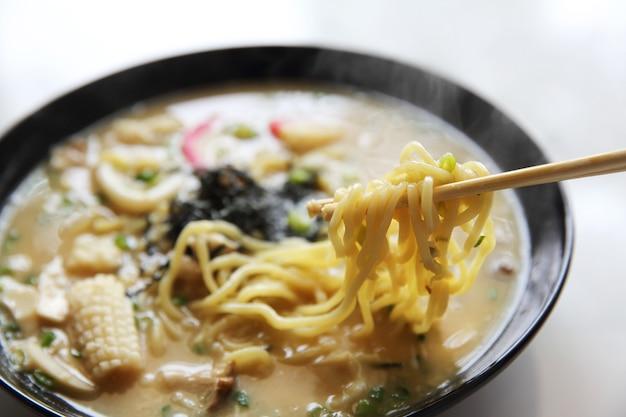 Meeresfrüchte-nudel-ranmen japanisches essen