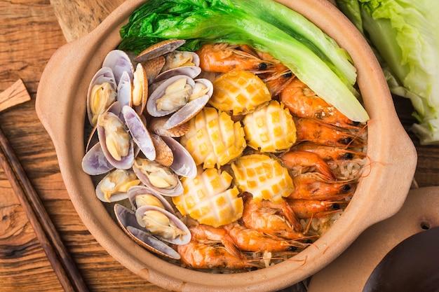 Meeresfrüchte-reistopf nach kantonesischer art