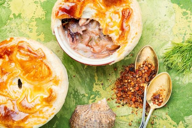 Meeresfrüchtesuppe oder julienne.