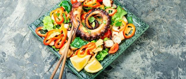 Meeressalat mit gemüse