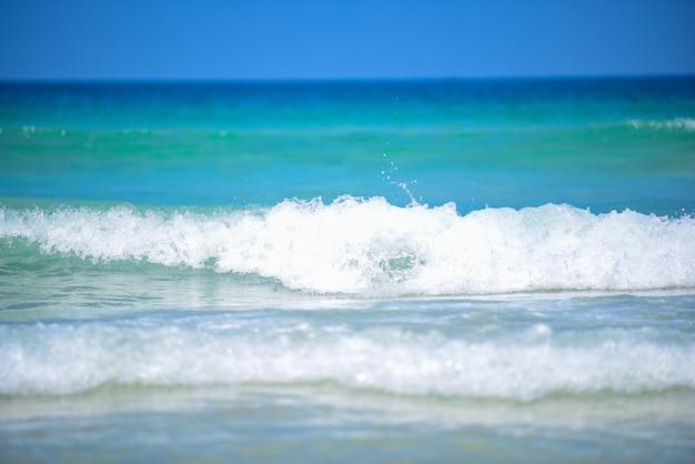 Meerwasserwelle spritzen