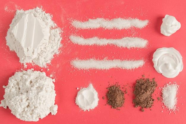 Mehl, kakao und zucker