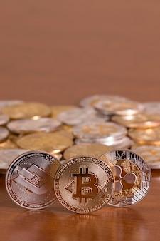 Mehrere aufeinander abgestimmte krypto-währungsmünzen