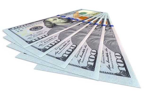 Mehrere dollar-banknoten isoliert auf weiß