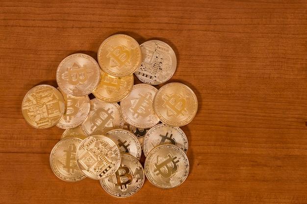 Mehrere goldene bitcoins