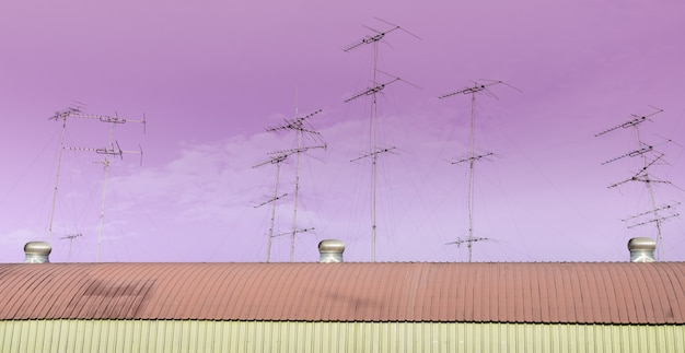 Mehrere tv-antennen auf dem dach