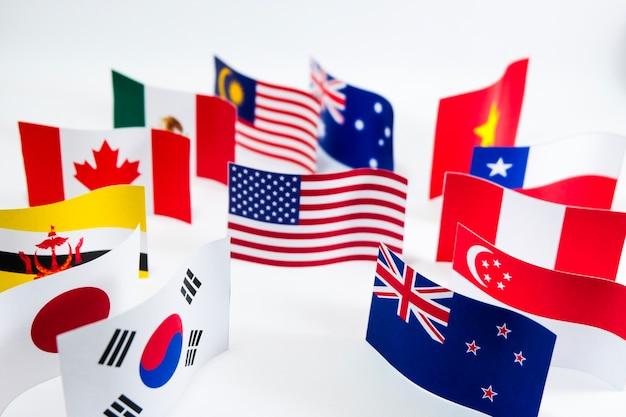 Mehrfarbige flagge für transpazifische partnerschaft