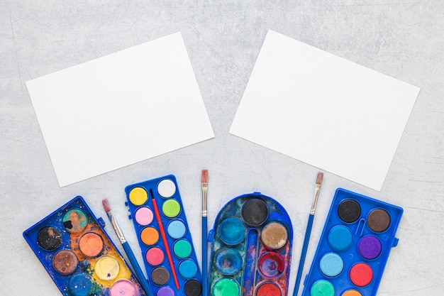 Mehrfarbige künstlerpaletten papierkopierfläche