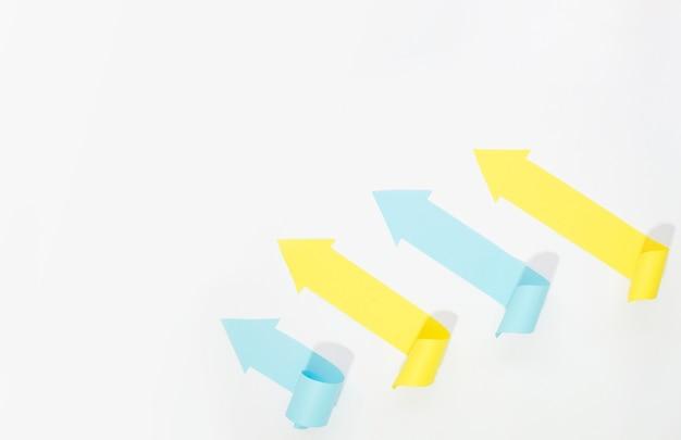 Mehrfarbige pfeile mit kopierraum