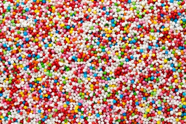 Mehrfarbige süße zuckerbällchen. kleines kugelmuster.