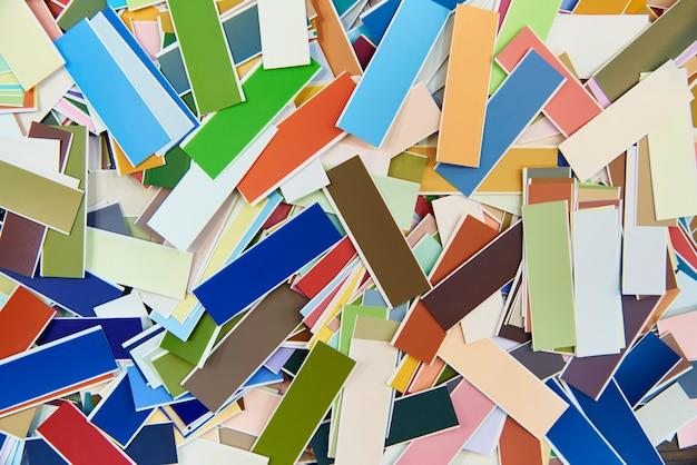 Mehrfarbiger heller hintergrund von streifen mit farbzahl. anleitung zur farbpalette.