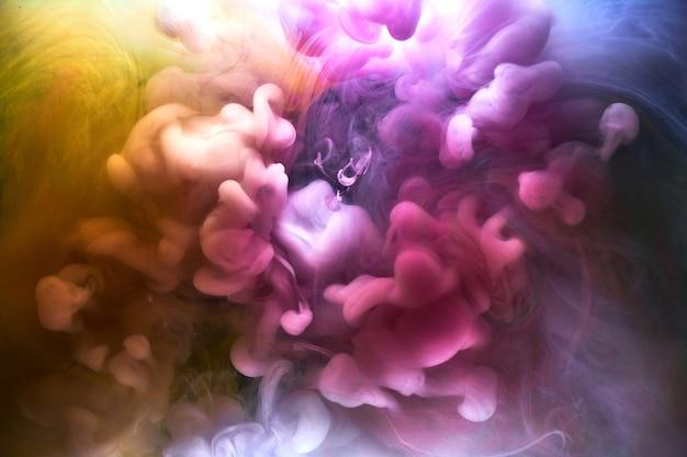 Mehrfarbiger heller rauch abstrakter hintergrund bunter nebel lebendige farben tapetenstrudel mischen farbe unter wasser