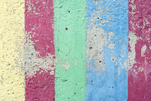 Mehrfarbiger hintergrund der weinlese oder des schmutzes der alten beschaffenheit des natürlichen zements oder des steins als retro-regenbogenmusterwand. gealtert, bau.